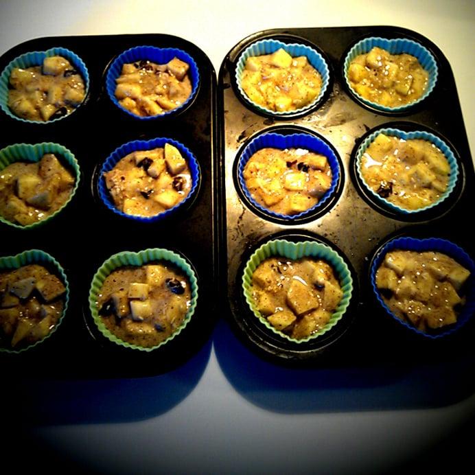 Æble-rosin-muffins i siliconeforme, før bagning