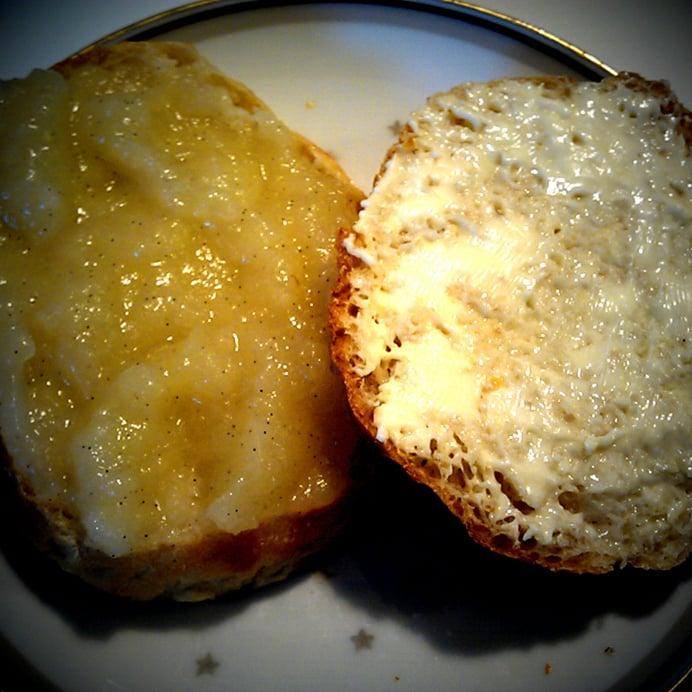Morgenboller - med smør, eller æblemos på toppen