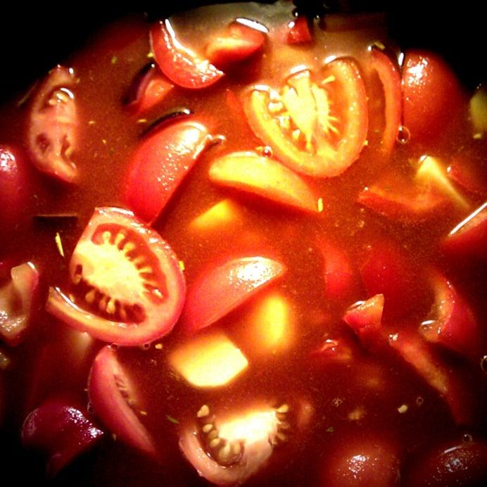 Tomat- kartoffelsuppe med bønner