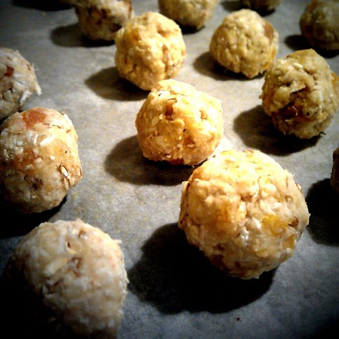 Småkager med valnødder & abrikoser - kugler