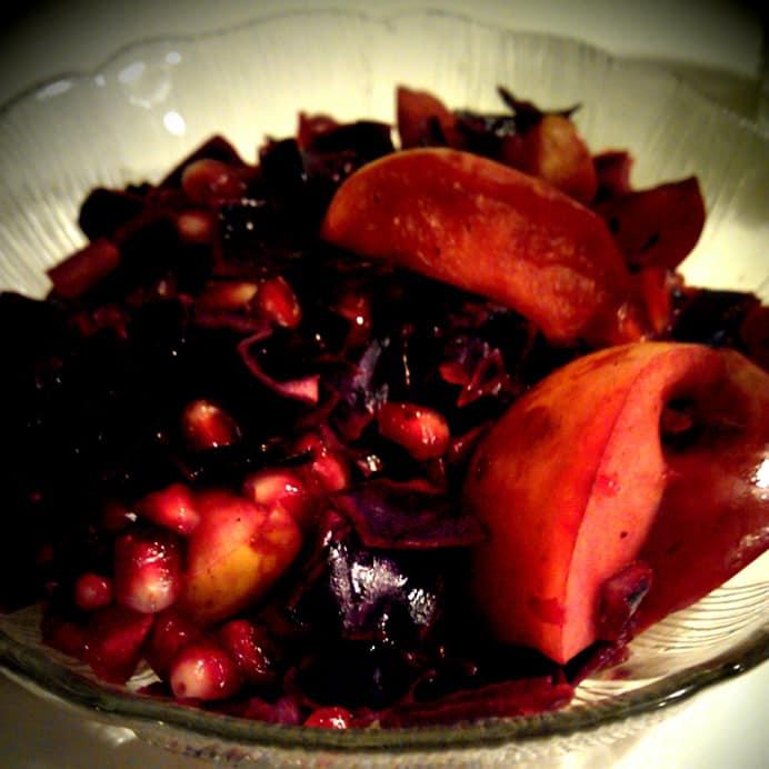 Varm rødkål med æbler & granatæble