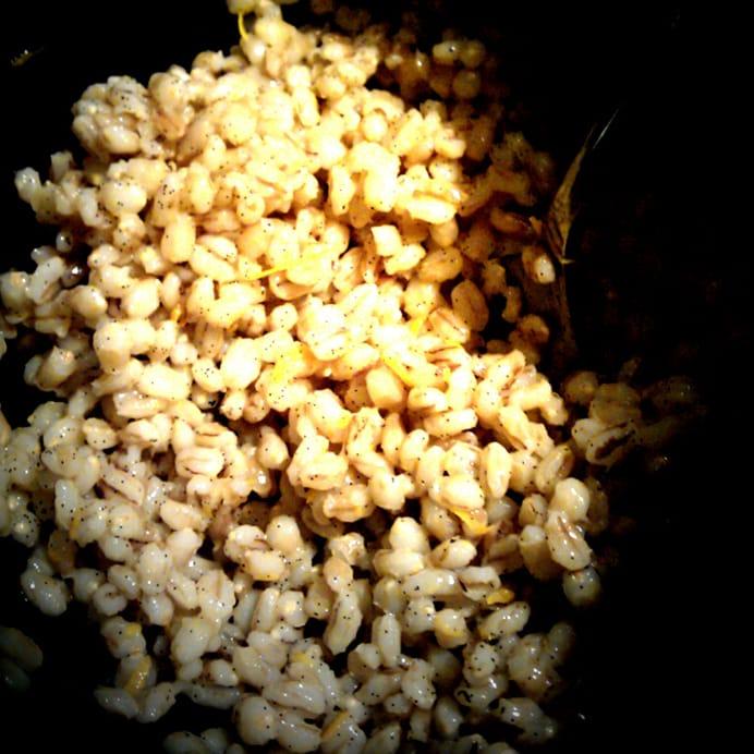 Perlebyg køles ned & trækker i appelsinsaft og appelsinskal