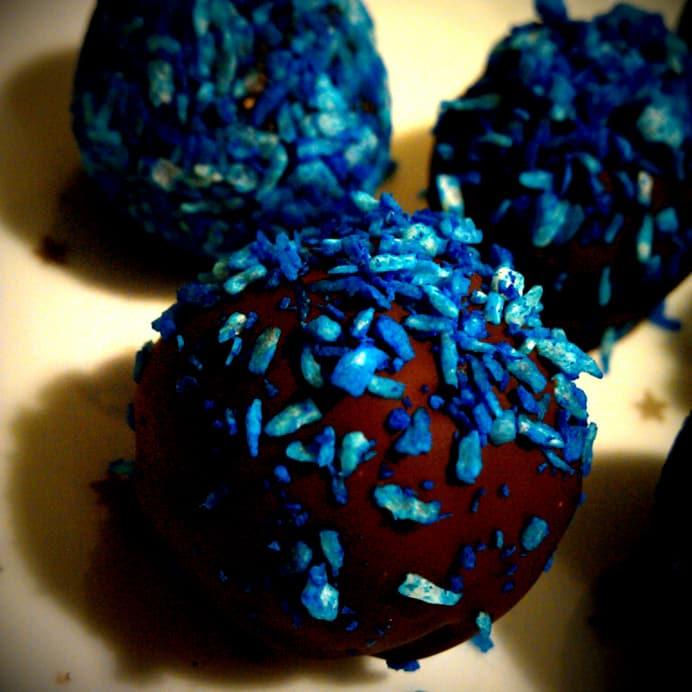 Blåbærhapsere, dyppet i chokolade og drysset med kokos