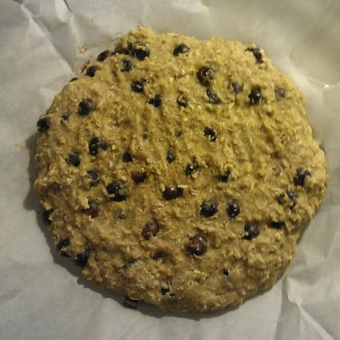 Protein-scones med kokos og blåbær - før bagning