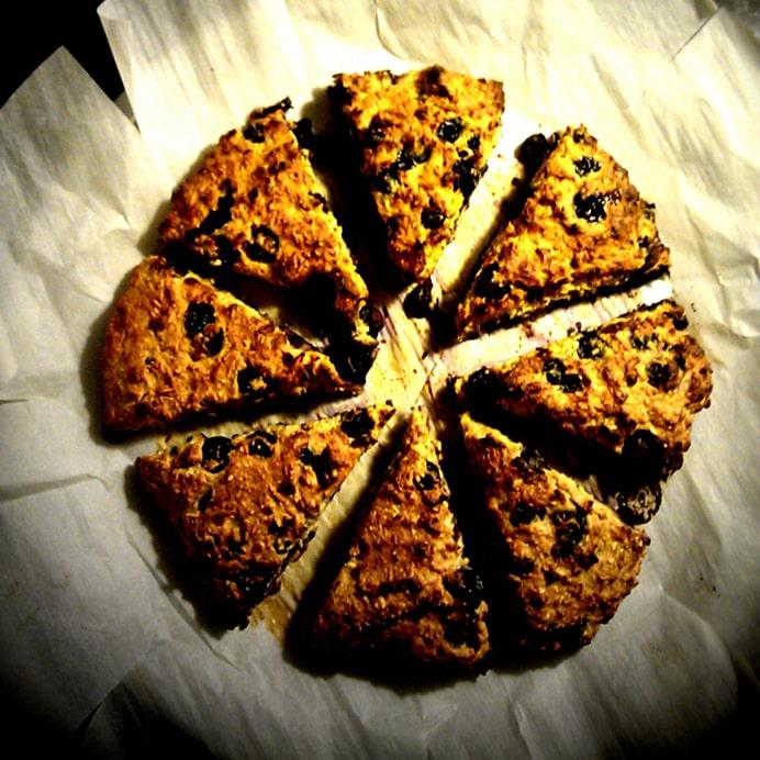 Protein-scones med kokos og blåbær - opdeling