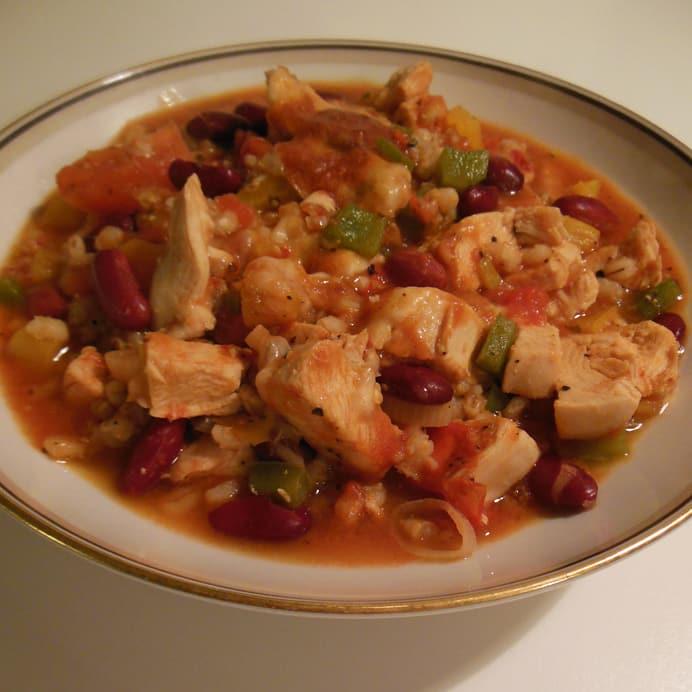 Mexicanske perlebyg med kylling og bønner