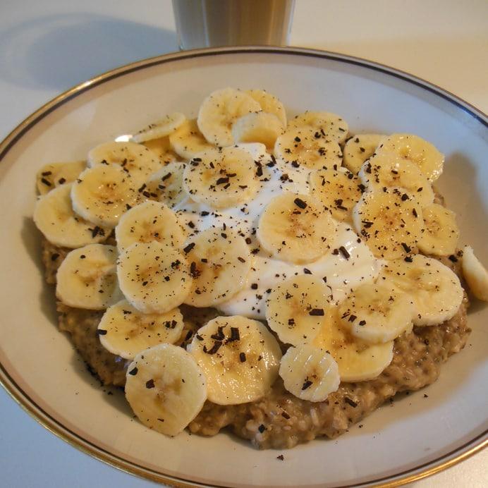 Morgengrød med chia, lakrids, skyr og banan