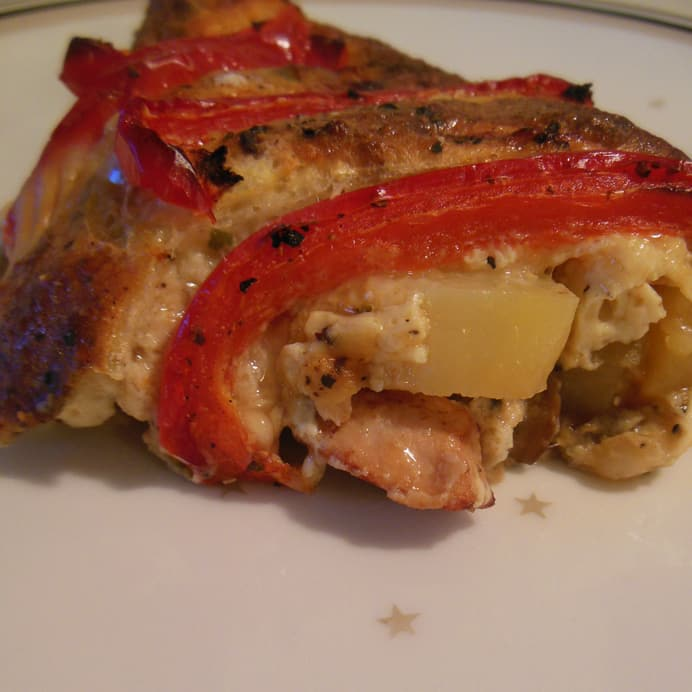 Æggekage med grøntsager og kylling bagt i ovn