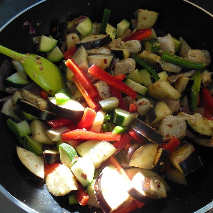 Kylling med grøntsager og hytteost