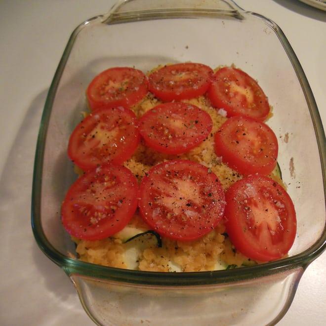 Linser med tomater på toppen
