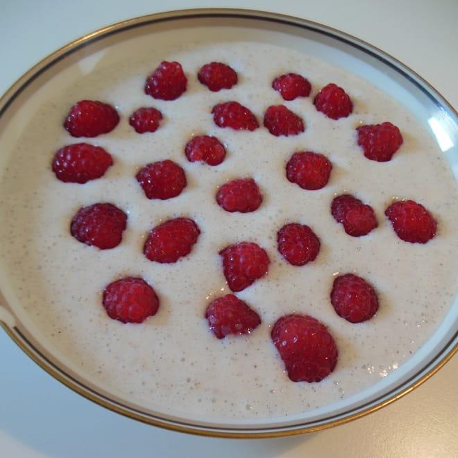 Basis koldskål, med friske hindbær