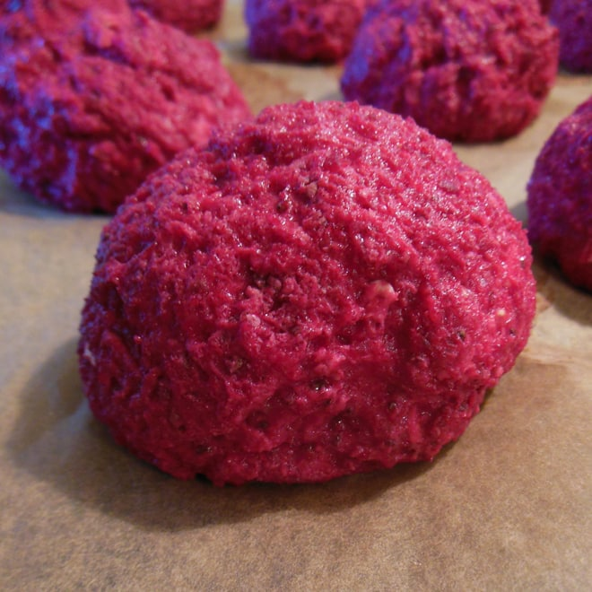 Rødbedeboller med chiafrø og fibre, før bagning