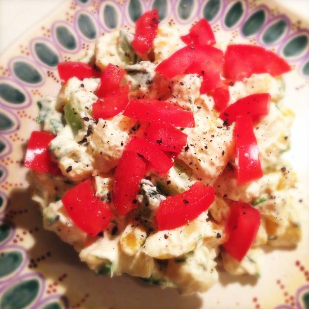 Kartoffelsalat med sur/sød skyrdressing, med tomat