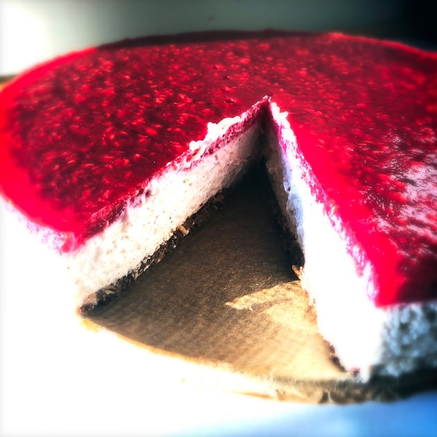 Koldskåls cheesecake med hindbærtopping (uden tilsat sukker)