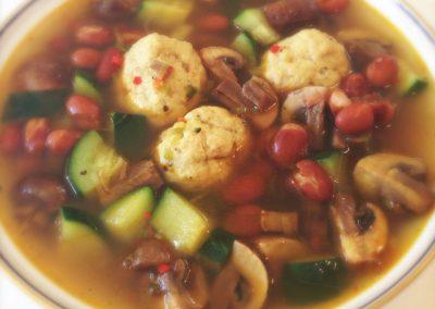 Spicy suppe med kyllingeboller